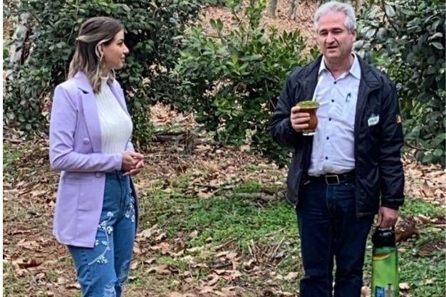 Ana Luiza Teixeira em visita à Barão Erva-Mate e Chás